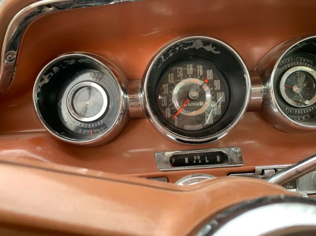 1959 Pontiac Catalina dashboard
